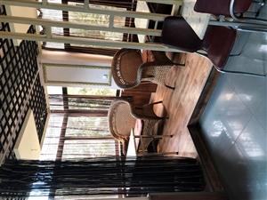 最后一批桌椅板凳,全部低价处理。
