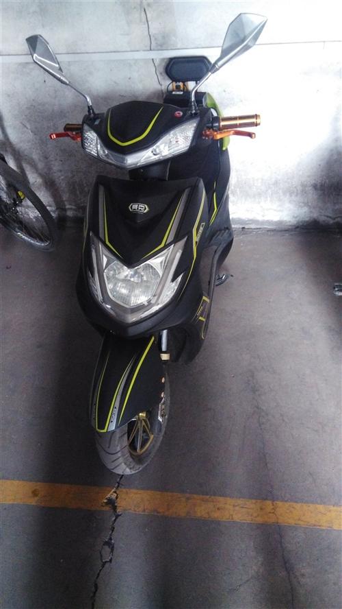 电动摩托车有两辆没人骑,买下两年没怎么骑,手续齐全,原价买时三干四买的,还有一辆想要可以亲自看