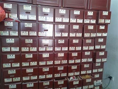 出讓藥櫥,正在使用中,二組全實木,高1.8米,寬1.5米,橫七豎八,3600元