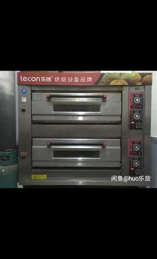 九成新樂創兩層四盤燃氣烤箱,火力均勻穩定,使用半年,有需要的可以聯系我,二道販子勿擾。 樂創商用和...