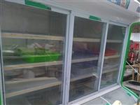 点菜柜一台,上面冷藏下面冷冻,不锈钢地桌四张