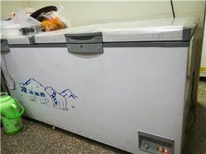 本人有二台大冰柜,两台小冰柜出售,价格实惠。