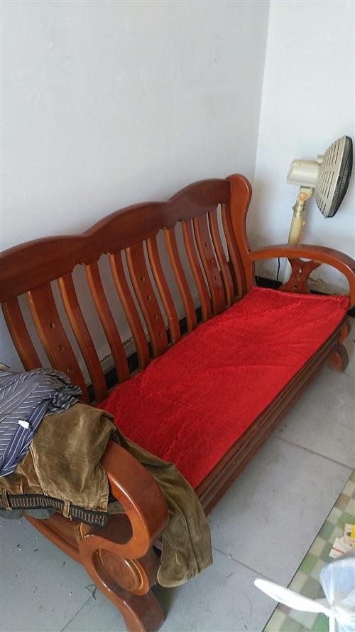 出售,有沙發茶幾,大衣柜。還有開店剩下的電熱水龍頭兩個。價錢好說,電話13103015069.......