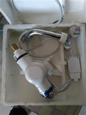 出售电热水龙头两个,全新的。电话13103015069....13131109409