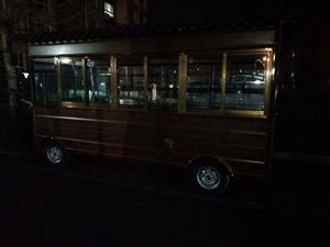 城管局统一发配的流动餐车
