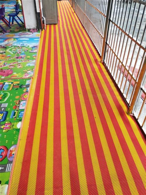 便宜出售全新特厚塑胶地垫,整困没有开封的,长15米宽1.2米厚0.6cm,全新料。原来680元买的,...