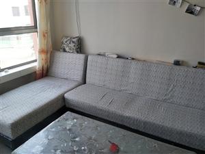 现有简易沙发一组,台上煤气盘一个,用了一年,低价出售,有意者电话联系!