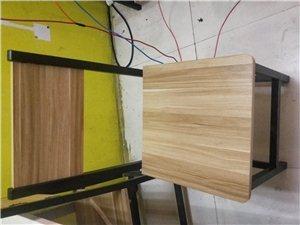 凳子九成新,单售,也可以配桌子一起售出,买完为止