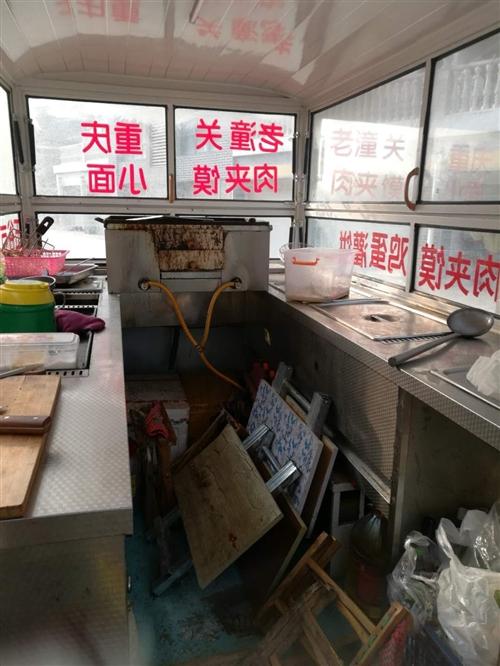 出售九成新四轮电动小吃车,带燃气烤箱,可做肉夹馍,鸡蛋灌饼铁板烧,水饺面条,价格不高白菜价