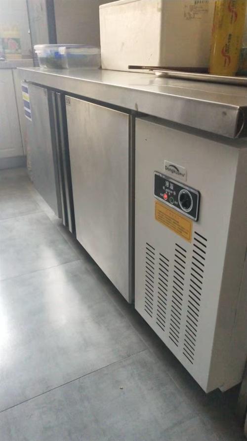 商用冰箱工作台,有冷藏和冷冻尺寸1.2*0.8*0.8,才用4个月,饭店不开了,现在低价澳门威尼斯人在线娱乐,还有厨...