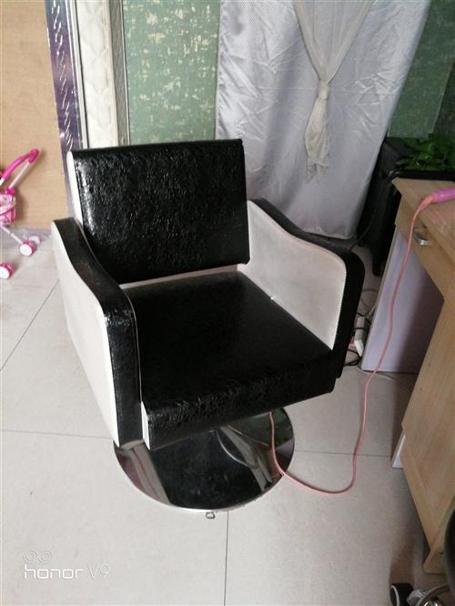 原價350的理發美容椅,現低價出售,150元一個,想要的聯系,豪無破損