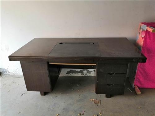 办公用电脑桌,很重实,电话13371315028