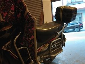 弯杠子摩托车,自己买来上下班骑的,车子保养得很好,没有大修过,也不是事故车,因为现在不想上班,在家又...