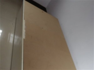 纯手工松木床,现有8支单人床,可以拼双人床,也可以拼三人床,每支单人床卖400元。
