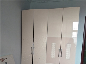 出售二手床和衣柜,九成新,谁要了1600,联系电话:15638176052,13103868556。...