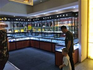出售四节珠宝柜台,8成新,非常便宜,有需要联系