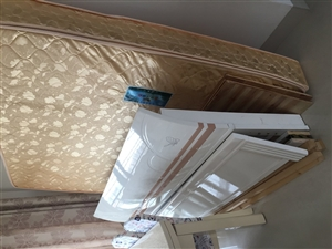 1.8米九成新床和床垫