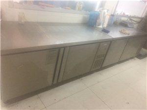 出售三层六盘电烤箱,打蛋器,一米八冷藏操作台,烤盘架,烤盘
