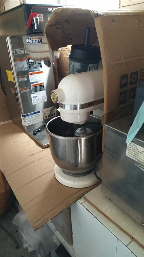 奶茶店全套设备!还有桌椅特价转让!需要的联系我我!价格优惠15079888868