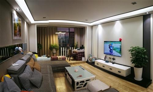 二手套房,三室?#25945;?#20004;卫一厨,精装,126.38㎡,大卧室,采光好,阳台向湖。