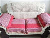 沙发质量特别好,买了之后几乎没用,新家也不合适,低价处理!价格面议。三个