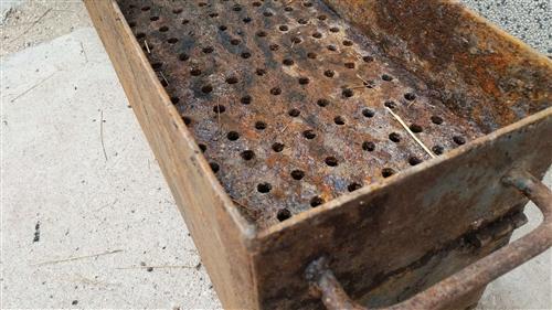 出售烤箱(外面铁6个厚里面铁8个厚)自己之前开店用了  由于放置不当外面有些生锈(但没有任何损坏)所...