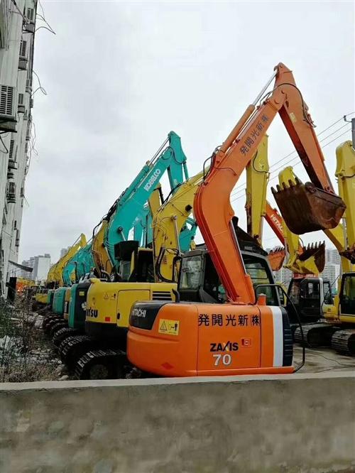 直销各类大、中、小型挖机。