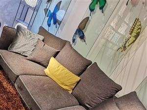 全新抵账品牌沙发,原价18600,现价8500,货在恒基美居,酒嘉免费送。