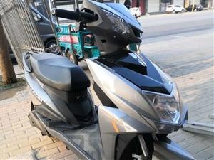 绿源电摩,72V六块电瓶,买了不到一个月,本来打算送外卖的。找到别的工作了,没有擦洗过,几乎全新,没...
