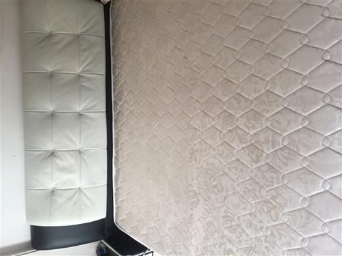 出售9成新 软包大床 带软垫子 1800送货上门
