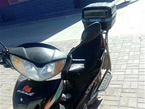 铃木燃油助力摩托车,跑了一万多公里,电瓶,车的里外带都是新换的,车况好!!