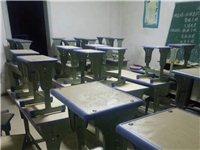 出售二手9成新双人课桌,黑板,课桌只用了一年,课桌一套180元,有意者电话聊。