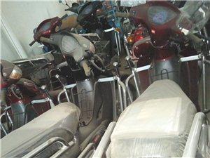 因门面到期出售全新弯梁摩托车12辆,大架子摩托车3辆,赛车1辆。价格优惠!