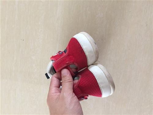 卡特兔凉鞋,内长125,质量很好,鞋头无损,鞋底难免有穿着痕迹,女儿最爱,有想要的吗?现在穿正合适!...