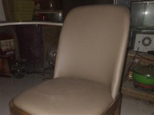 多余全新的的一把椅子,有需要的联系