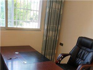 底价出售9.9成新办公桌,办公椅。