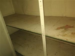放杂物和米面的铁皮柜,没有破损,268元便宜出售。