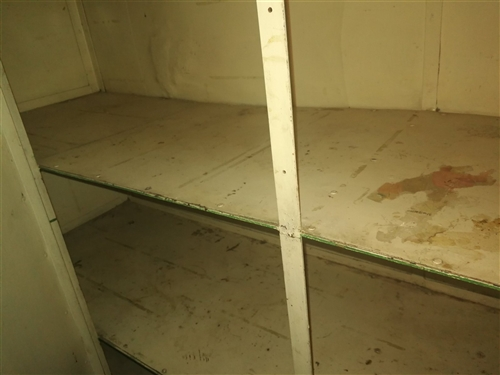 放雜物和米面的鐵皮柜,沒有破損,268元便宜出售。