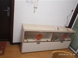 由于要结婚,所以房间翻新,旧的自己定制的柜子质量很好,低价出售,