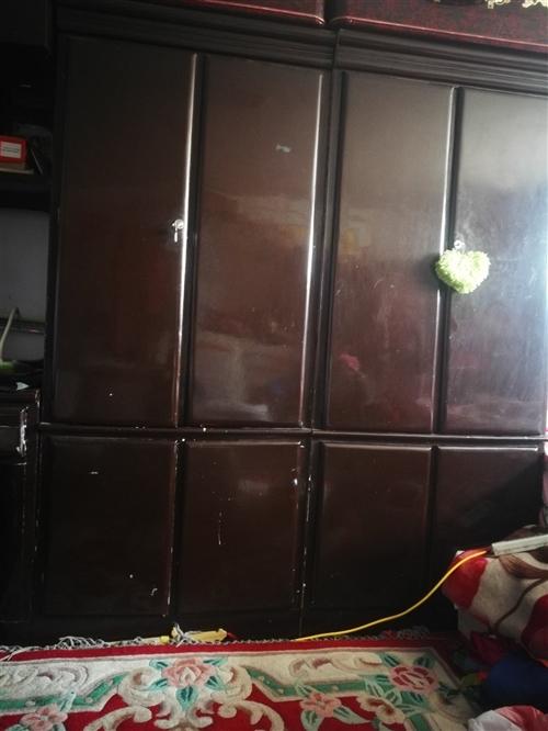 因新房即将装修完毕,现将自己木工纯手工打造的一组柜子低价出售,质量杠杠,价格美丽,有需要者请致电。