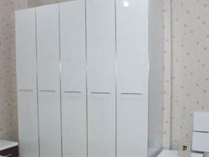 18年900块买的5开门衣柜,全新,没怎么用过。 现500出售,上门自取400拿有!! 先到先得...
