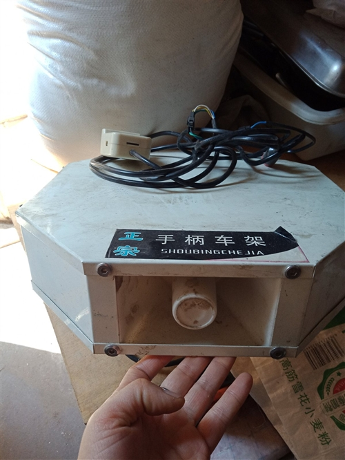 低价出售车载扩音器,四个喇叭带遥控,买了没用几次,各项功能都好用,如果有需要的联系我13147979...