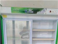 九成新展示柜,儲物空間寬1米4。