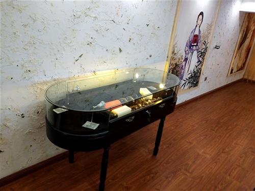 高90cm长150cm宽60cm 高档烤漆珠宝首饰展示柜十成新 只买2000有意者来电15804...