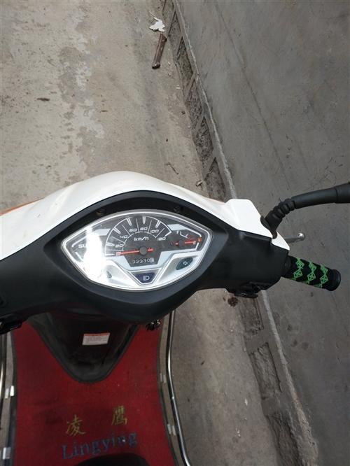 铃木瑞梦踏板摩托车,2018年十月份购买,行驶二千公里,加装双向防盗器和LED大灯,随时可以上牌,手...