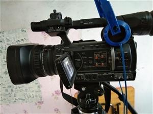 松下160高清摄像机9成新SD接口,双电双充,双脚架,双话筒,无限耳麦,机顶灯,央视台标,用700小...