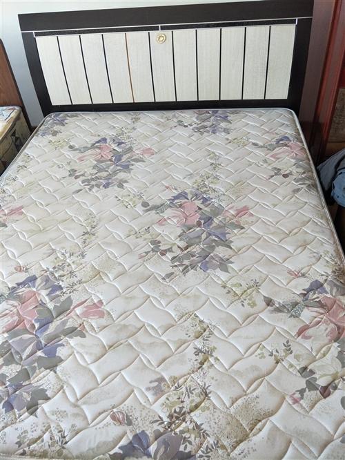 双人床,另有床头柜2个价格面议