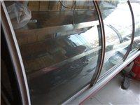 邛崃乡镇上出售转让闲置一台三开门式展示保鲜柜(弧形保鲜柜)一台搅拌机,一台蒸汽蒸煮机,一台煮面机(烫...