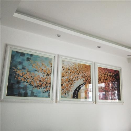 出售砖石画,发财树,三联画,长2400cm, 宽800cm, 已表好,长阳本地人可以来看,价格面议,...
