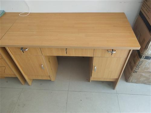办公桌,100块一张,有十张